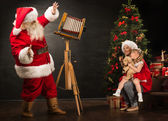 Anta Claus taking picture of family — Stock Photo