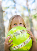Little girl with ball in the park — Stock Photo