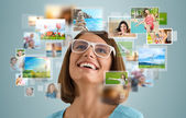 Woman sharing her travel vacation photo — Stock Photo
