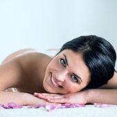 Enjoying pampering that enhances her beauty — Stock Photo