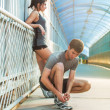 Man and woman tying shoelaces — Stock Photo