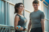 Athletic couple pumping up muscles — Foto de Stock