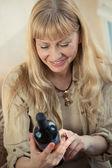 Woman holding wine bottle — Stock Photo