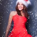 Portret van mooie jonge Kerstmis vrouw poseren dragen santa — Stockfoto #8664077