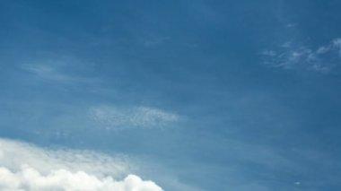 Cielo y las nubes finas-2b — Vídeo de stock