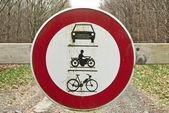 Señal de tráfico, el paso de vehículos y motocicletas proh redondo — Foto de Stock