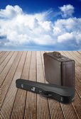 Old suitcase and violin case — ストック写真