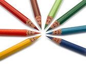 Renkli kalemler olarak gülümseyen yüzler insanlar izole — Stok fotoğraf