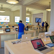 AMSTERDAM, NETHERLANDS - JUNE 28: Inside the Apple Store on June 28, 2012 in Amsterdam, Netherlands. — Stock Photo