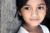 寻找到一侧的亚洲女孩 — 图库照片