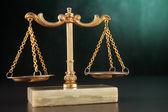 平衡体重秤 — 图库照片