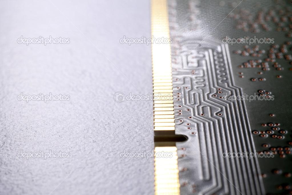 Заделывают микросхемы памяти