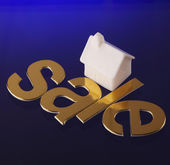 For sale in front of house — Stock Photo