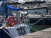 Italy, Sicily, Mediterranean Sea, Marzamemi (Siracusa Province), sailing boats in a marina — Foto de Stock