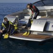 Scuba dive from luxury yacht — Stockfoto