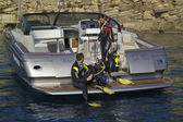 Scuba dive from luxury yacht — Stock Photo