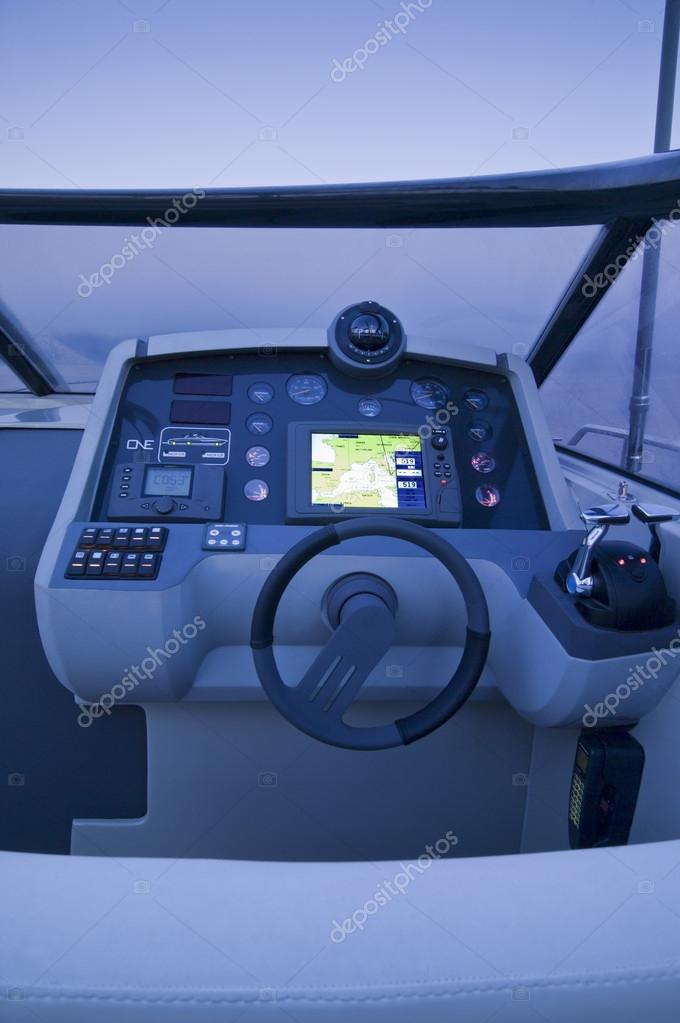 Italy, Baia (Naples), One luxury yacht (boatyard: Cantieri di Baia), cockpit and driving consolle at sunset — Stock Photo #13102578