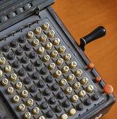 意大利,旧表上的计算器 — 图库照片