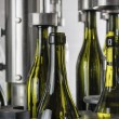 Italy, Sicily, wine bottles filled with wine by an industrial machine in a wine factory - Foto Stock