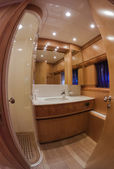 RIZZARDI 73HT luxury yacht, Vips bathroom — Stock Photo