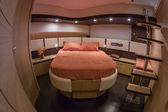Rizzardi 63ht-luxus-yacht, heck gäste-schlafzimmer — Stockfoto