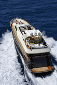 82' luxury yacht, aerial view — 图库照片