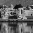 India, Rajasthan, Pushkar, view of the town and the sacred lake — Stock Photo
