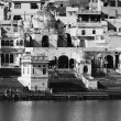 India, Rajasthan, Pushkar, indian pilgrims take a bath in the sacred lake — Stock Photo