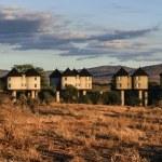 Kenya, Taita Hills National Park, Taita Hills Resort Lodge bungalows at sunset — Stock Photo