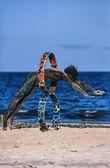 Kenia, malindi, czarny mężczyzna gra na plaży — Zdjęcie stockowe