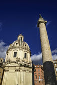 The Trajan Column and Santa Maria di Loreto Church — Stock Photo