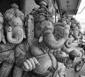 Wooden hindu Ganesh God statue for sale in a local store — Stockfoto