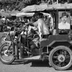 Постер, плакат: Indian tuk tuk driver