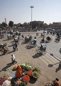 Traffic in a central square of the city — Stockfoto