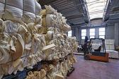 поролон фигуры на фабрике поролон — Стоковое фото