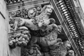Baroque ornamental statues under the balconies — Foto Stock