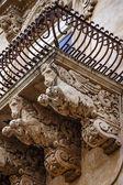 Baroque ornamental statues under the balconies — Zdjęcie stockowe