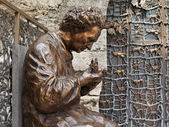 Italy, Anagni, medieval St. Mary Cathedral, bronze statue — Stock Photo