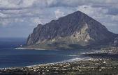 Italy, Sicily, view of Cofano mount and the Tyrrhenian coastline from Erice — Stock Photo