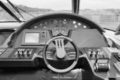 Luxury yacht driving consolle — Stock Photo