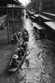 Tourists at the Floating Market — Foto Stock