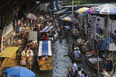 Tourists at the Floating Market — Stock fotografie