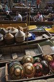 観光客や水上マーケットでの販売のためのタイの帽子 — ストック写真