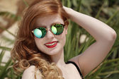 Beautiful girl with sun glasses — Stock Photo