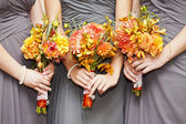 Bridesmaids with bouquets — Stockfoto