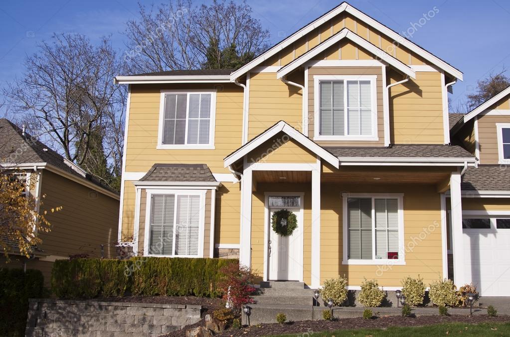 Maison familiale de luxe photographie alexmisu 18182307 for Devant de maison paysager