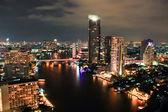Top aussicht auf die stadt bei nacht in bangkok — Stockfoto