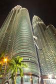 KUALA LUMPUR - DEC-31: View of The Petronas Twin Towers on DEC, — Zdjęcie stockowe