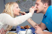 Romantic couple share their breakfast — Stock Photo