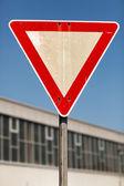 Cartello stradale resa — Foto Stock